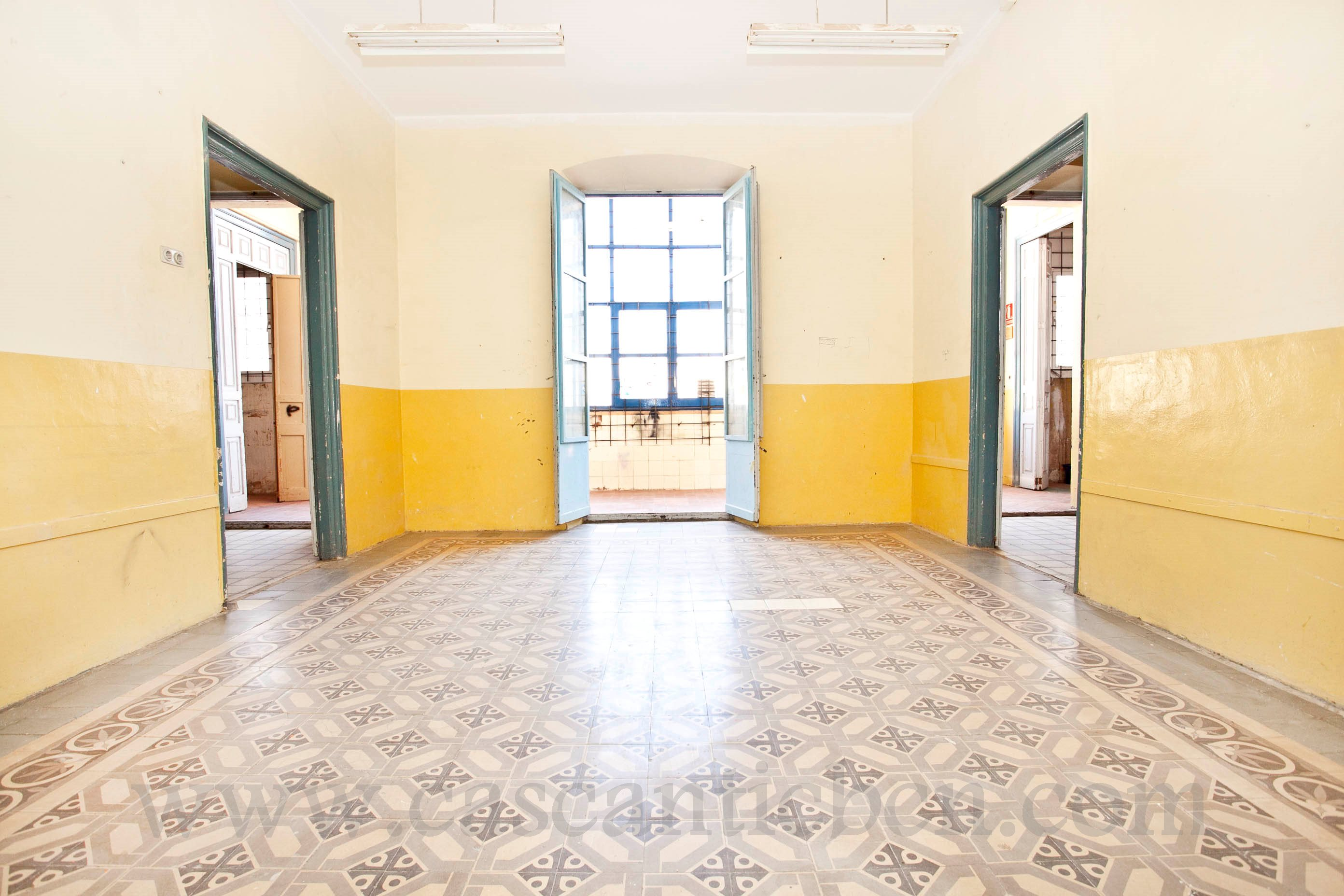 Compra un piso a reformar en el centro de Barcelona | Inmobiliaria ...
