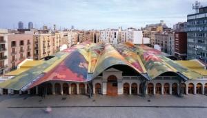 El espectacular mosaico representa el color de los puestos de verduras.