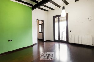 Renovated and very bright apartment in Raval