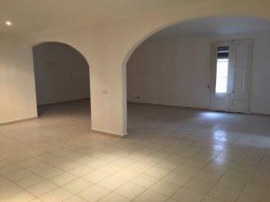 Amplio piso en Raval