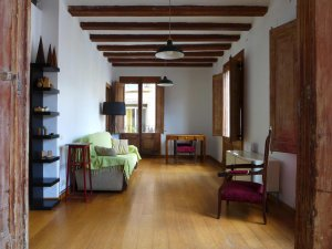 (Español) Amplio y luminoso piso en Raval con 3 habitaciones