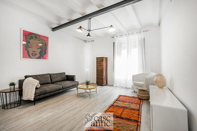 Bright renovated apartment for sale in Nou de la Rambla