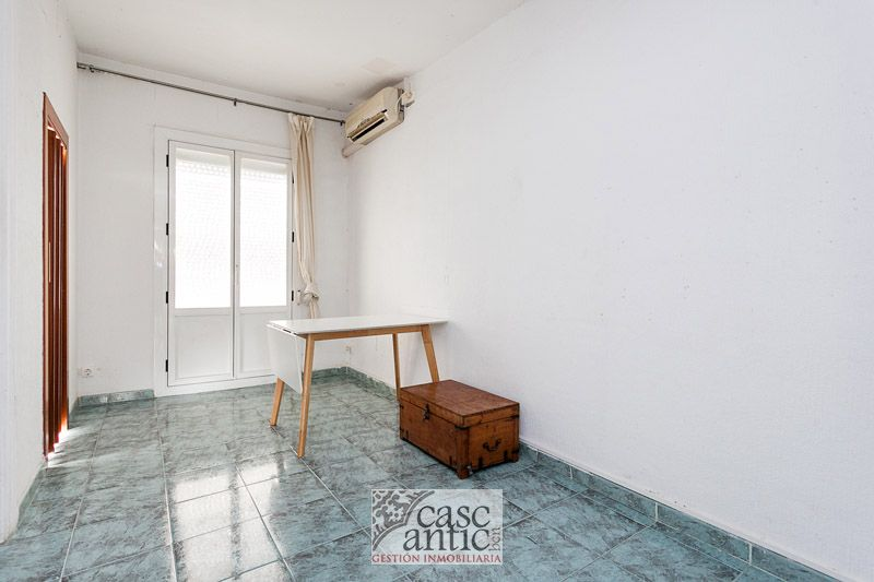Flat with natural light in the Raval