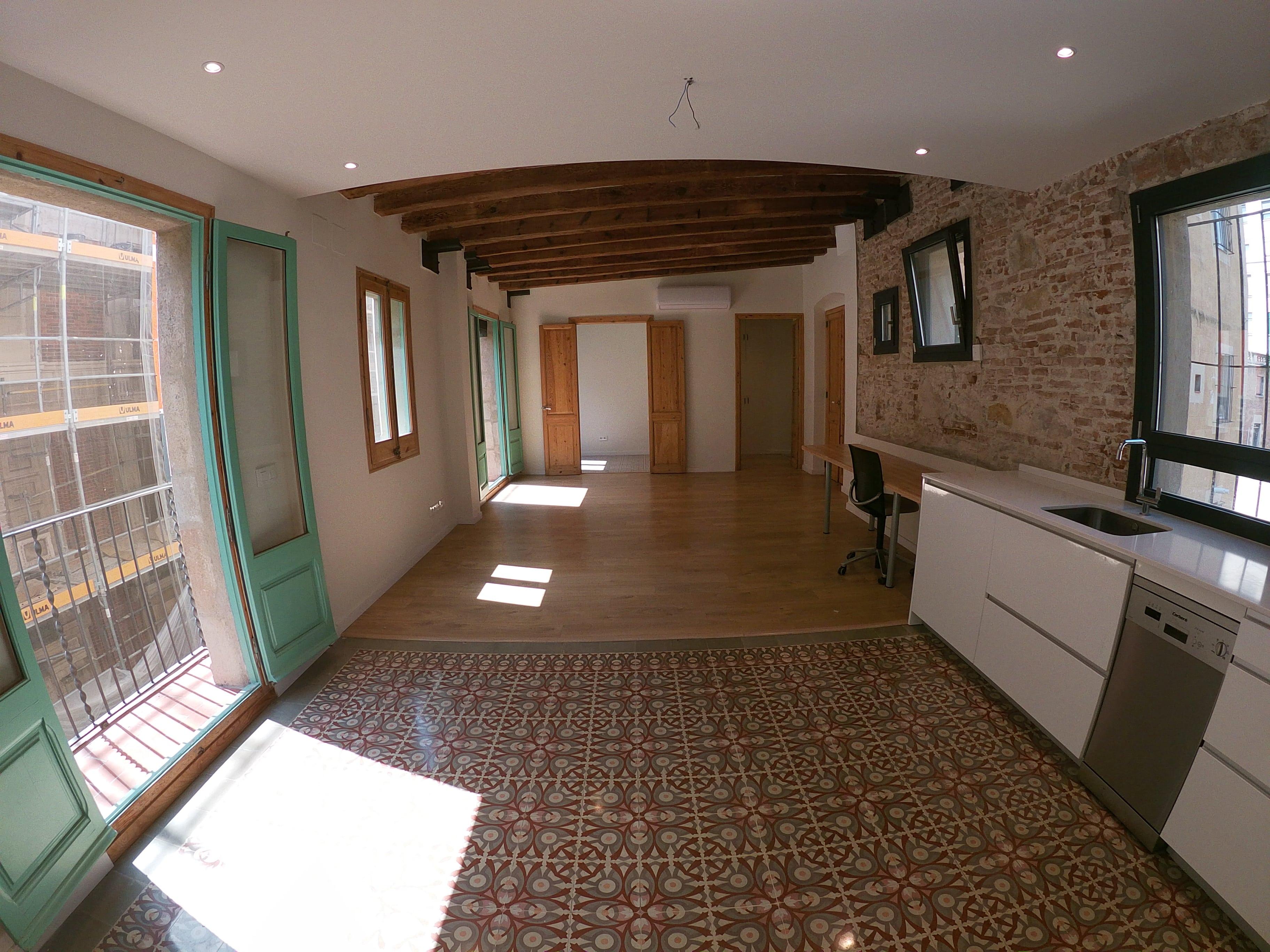 (Español) Moderno piso en pleno centro de BCN