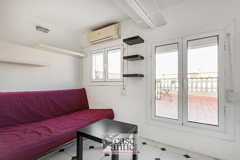 Flat near Jaume I Great views and direct access to community terrace