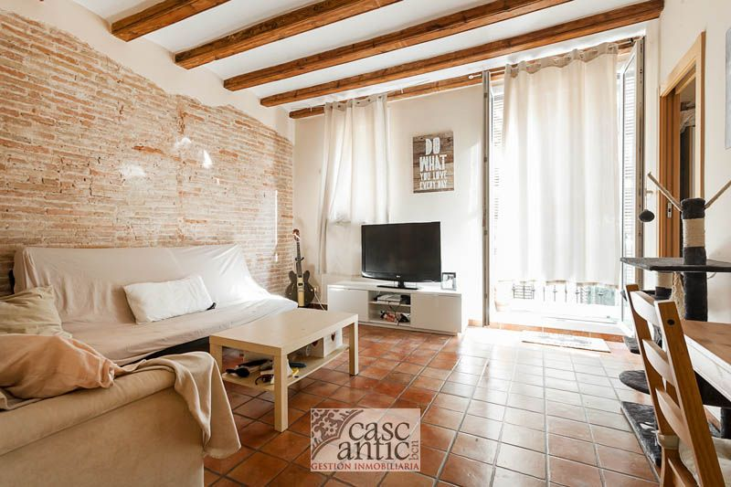 Flat in th center of Bcn with balcony in Raval