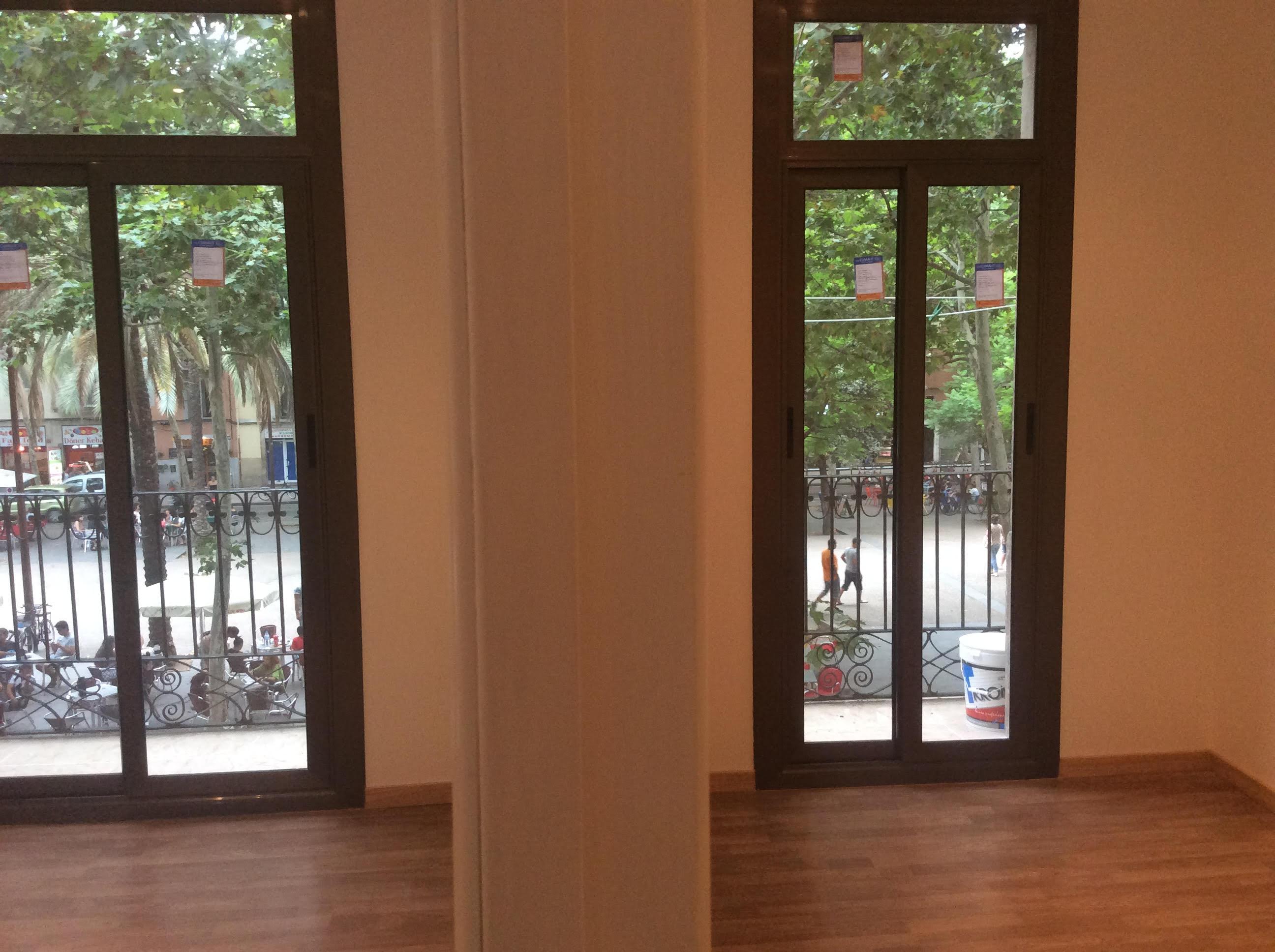 (Español) Espacioso piso en Raval