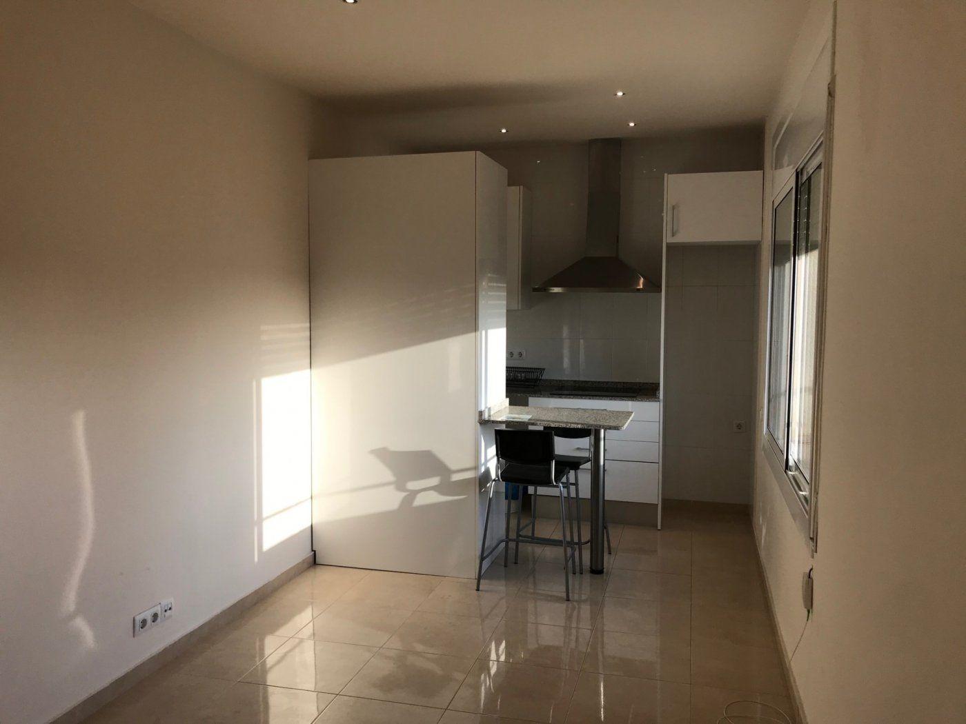 (Español) Luminoso piso con vistas panorámicas en la Rambla.