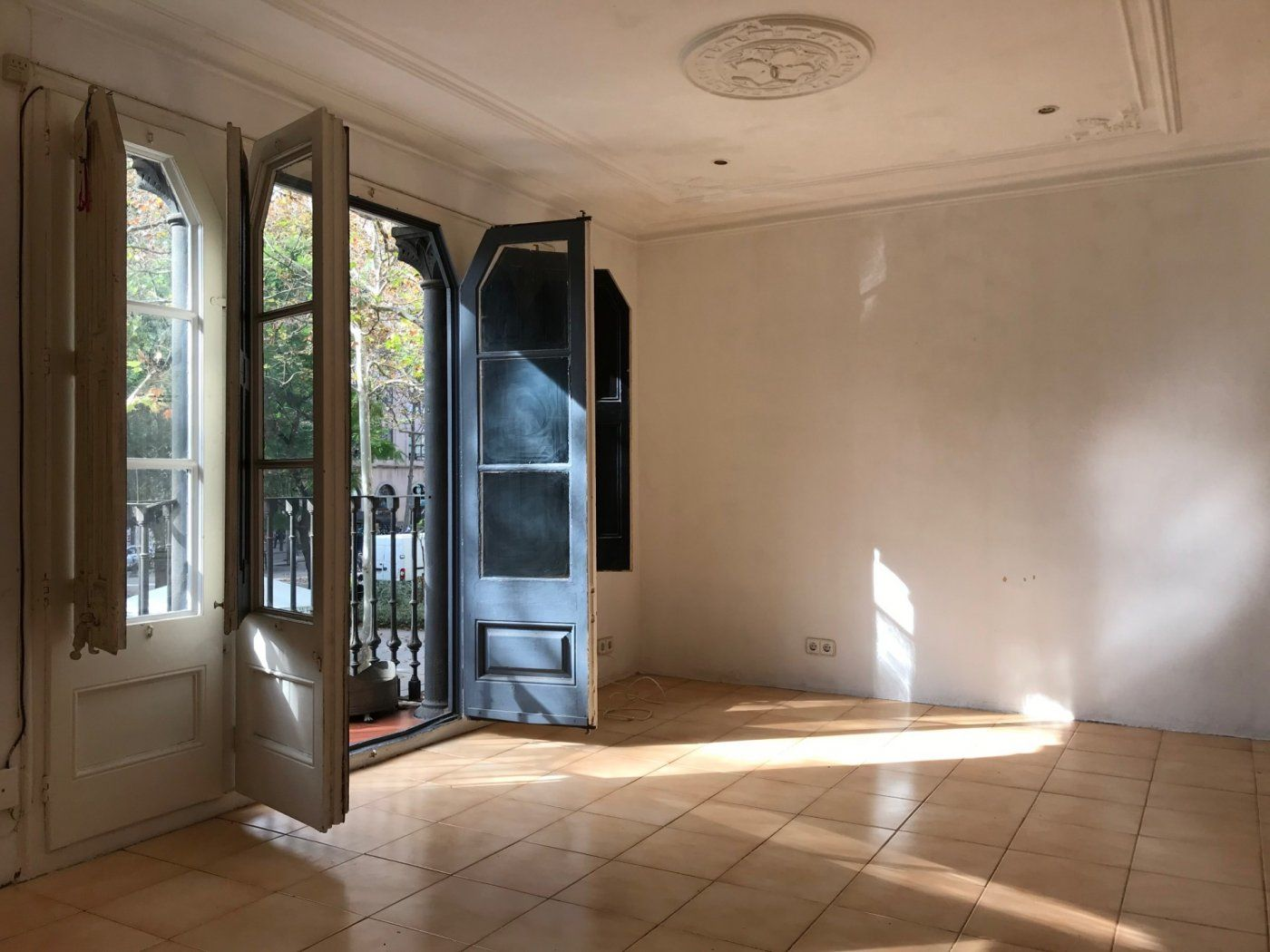 (Español) Precioso piso estilo antiguo en Rambla raval
