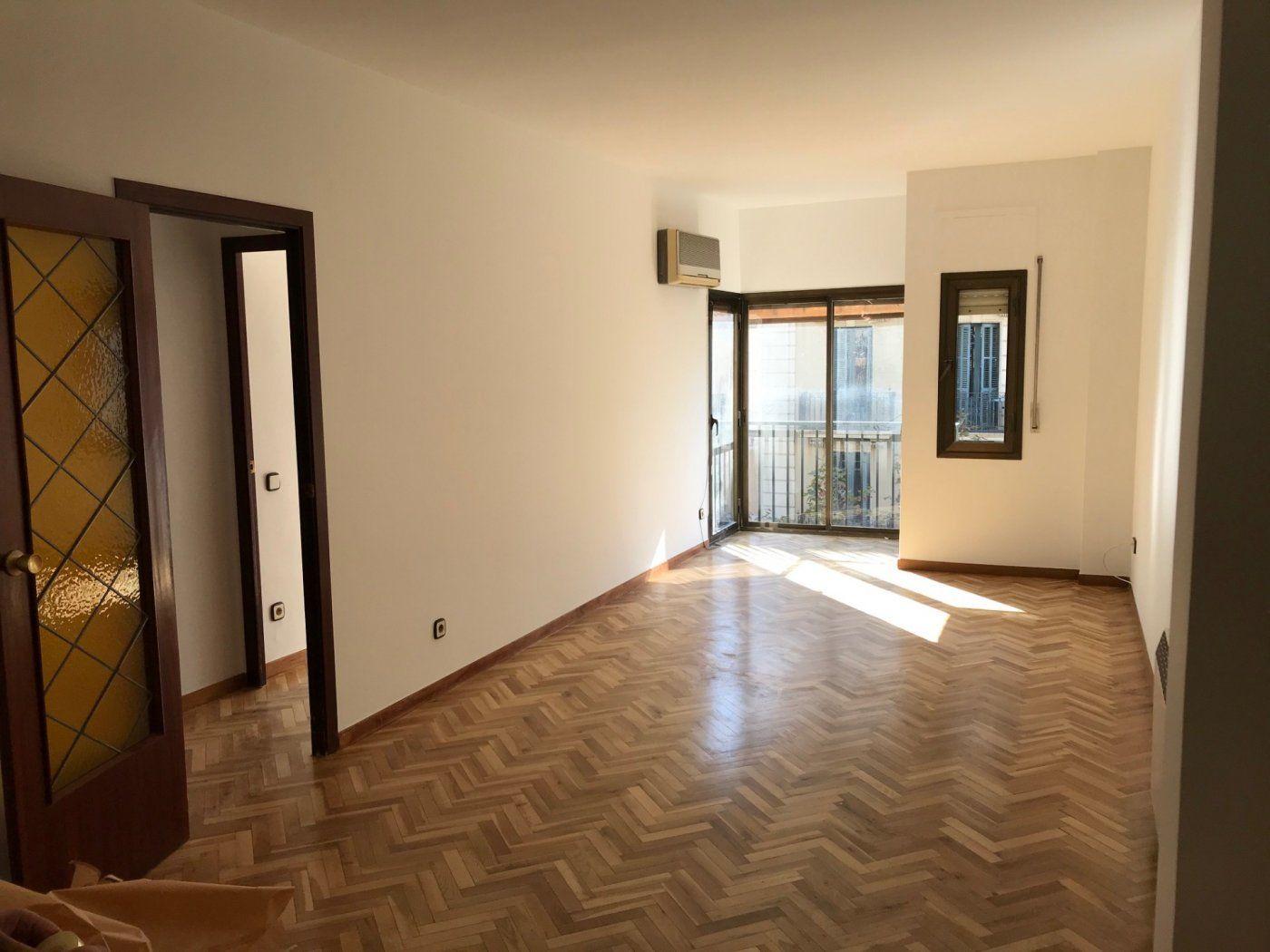 (Español) Luminoso piso en Eixample