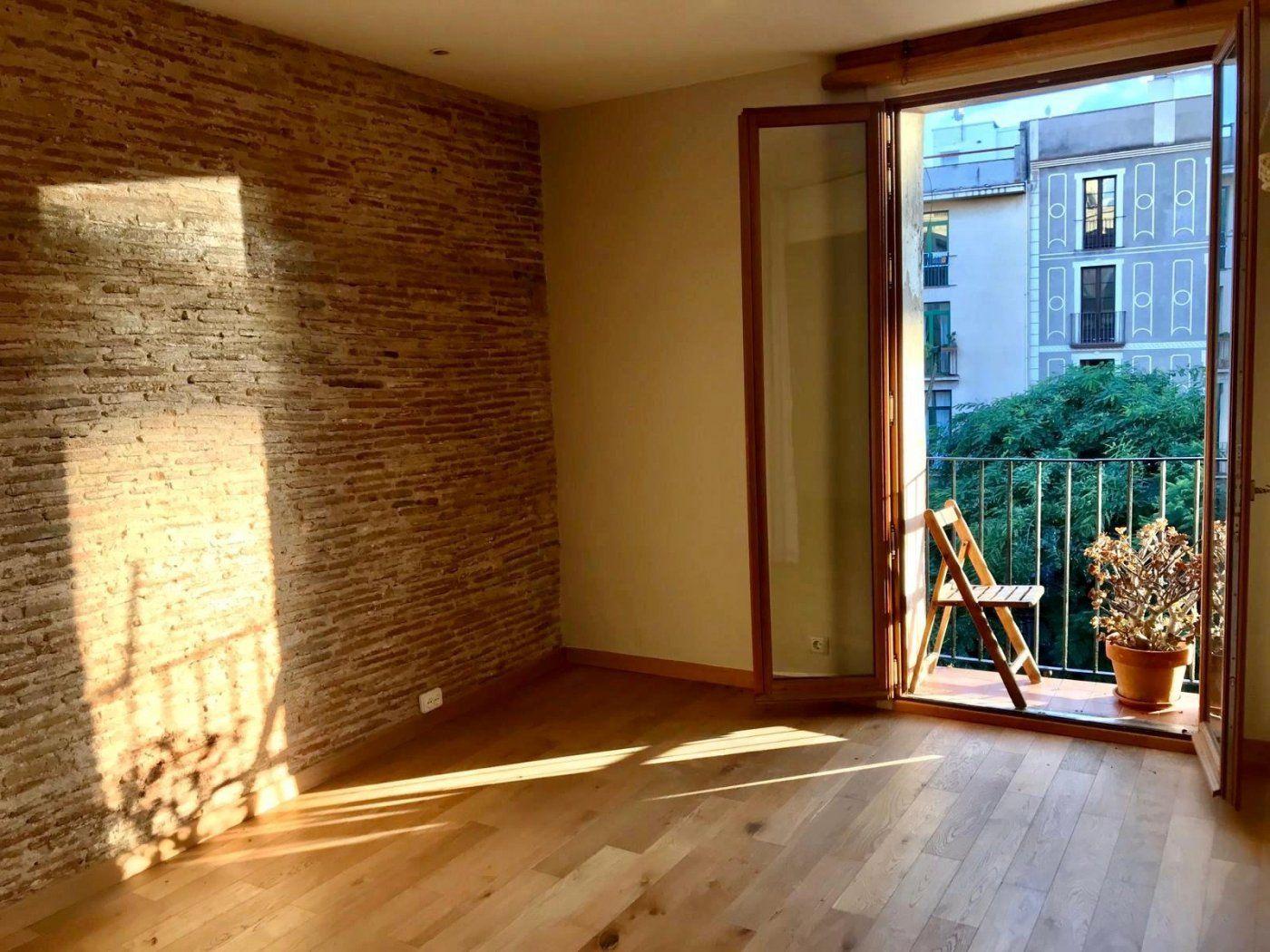 (Español) Estupendo piso muy luminoso y vista despejada en el corazón del Borne