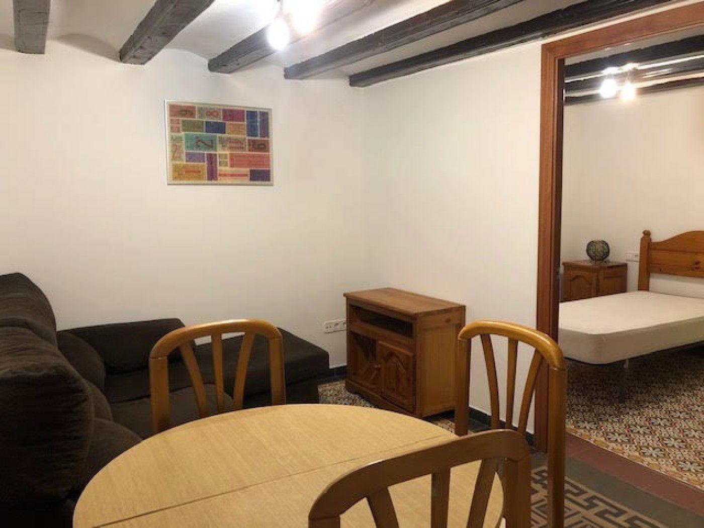 (Español) piso de 3 habitaciones en el corazón del Born