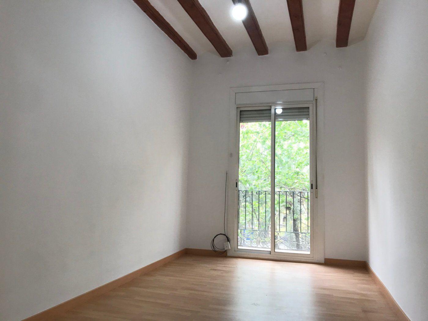 (Español) Precioso piso en Rambla raval SIN COMISIÓN DE AGENCIA