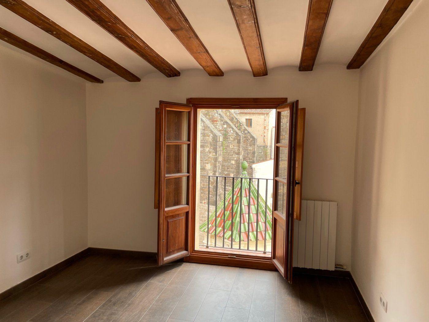 (Español) Espectacular piso en la calle Ciutat SIN GASTOS DE AGENCIA.