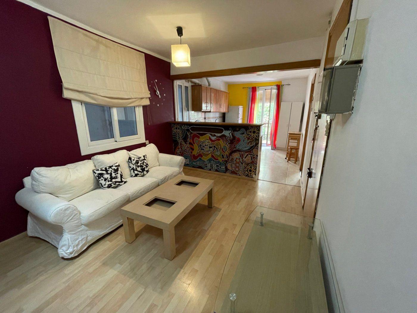 (Español) Fabuloso piso en calle Blai